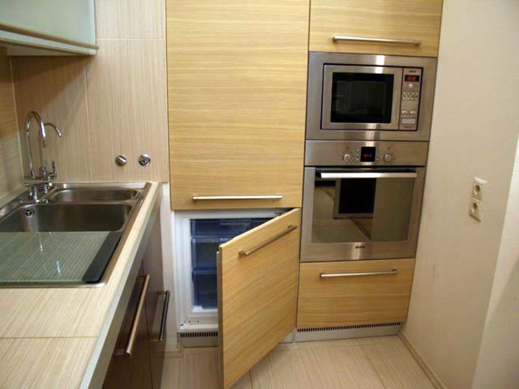 Выбираем встроенный холодильник.