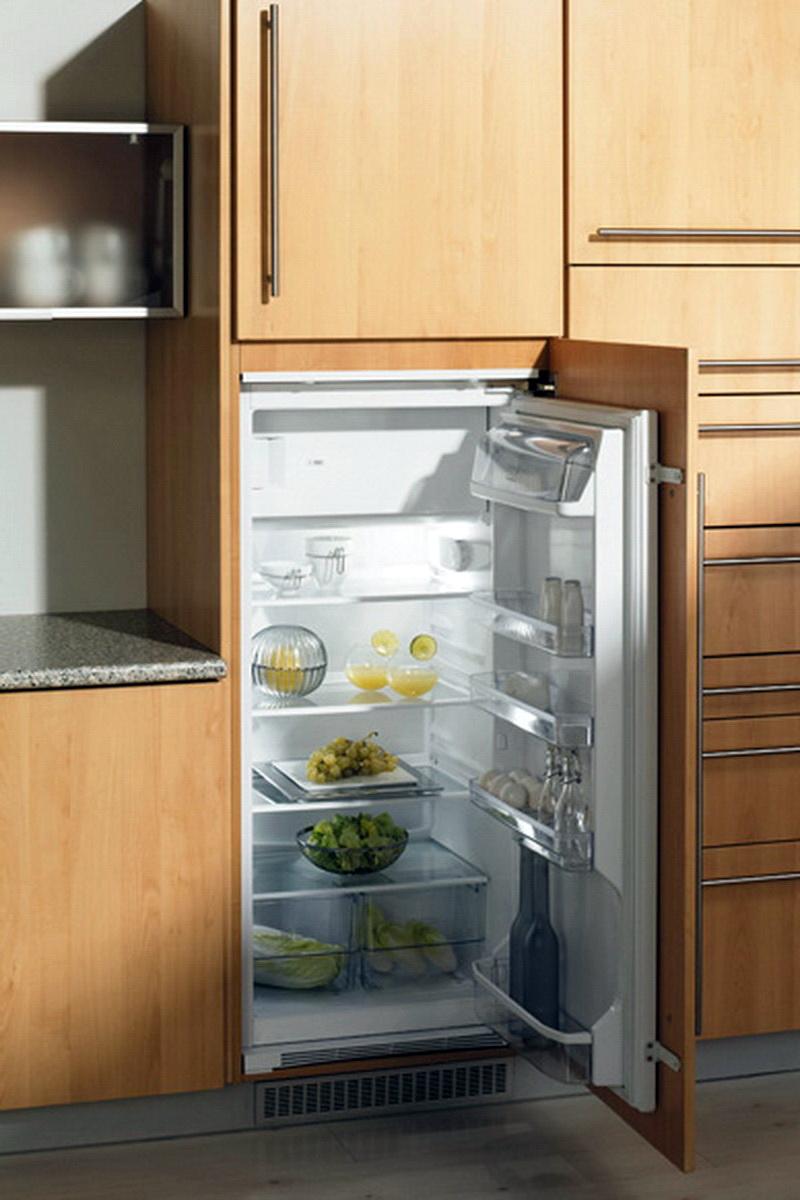 Холодильник в шкафу - новая тенденция дизайна.