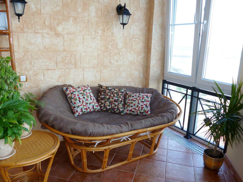 Диван на балкон (54 фото): узкий вариант для лоджии, модель .