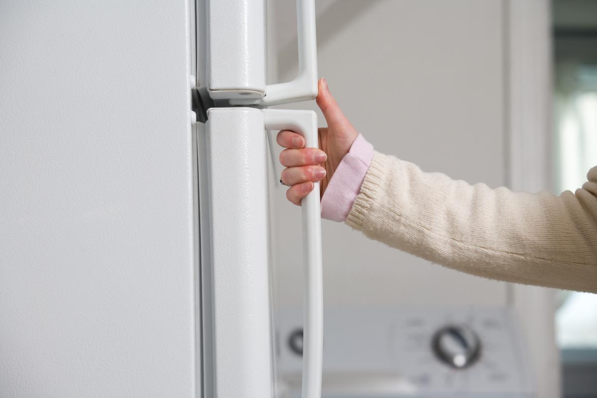 Замена уплотнения холодильника своими руками