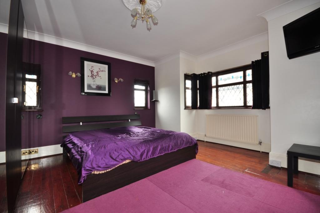 Комната с кроватью фон