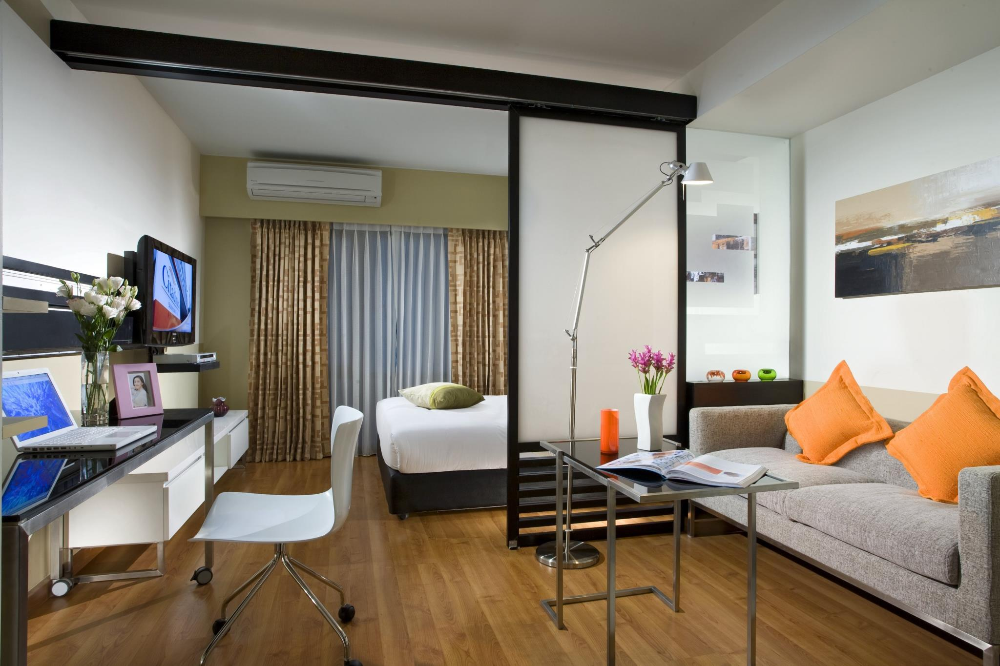 Спальня гостиная в одной комнате 18 кв м: фото с кроватью, з.