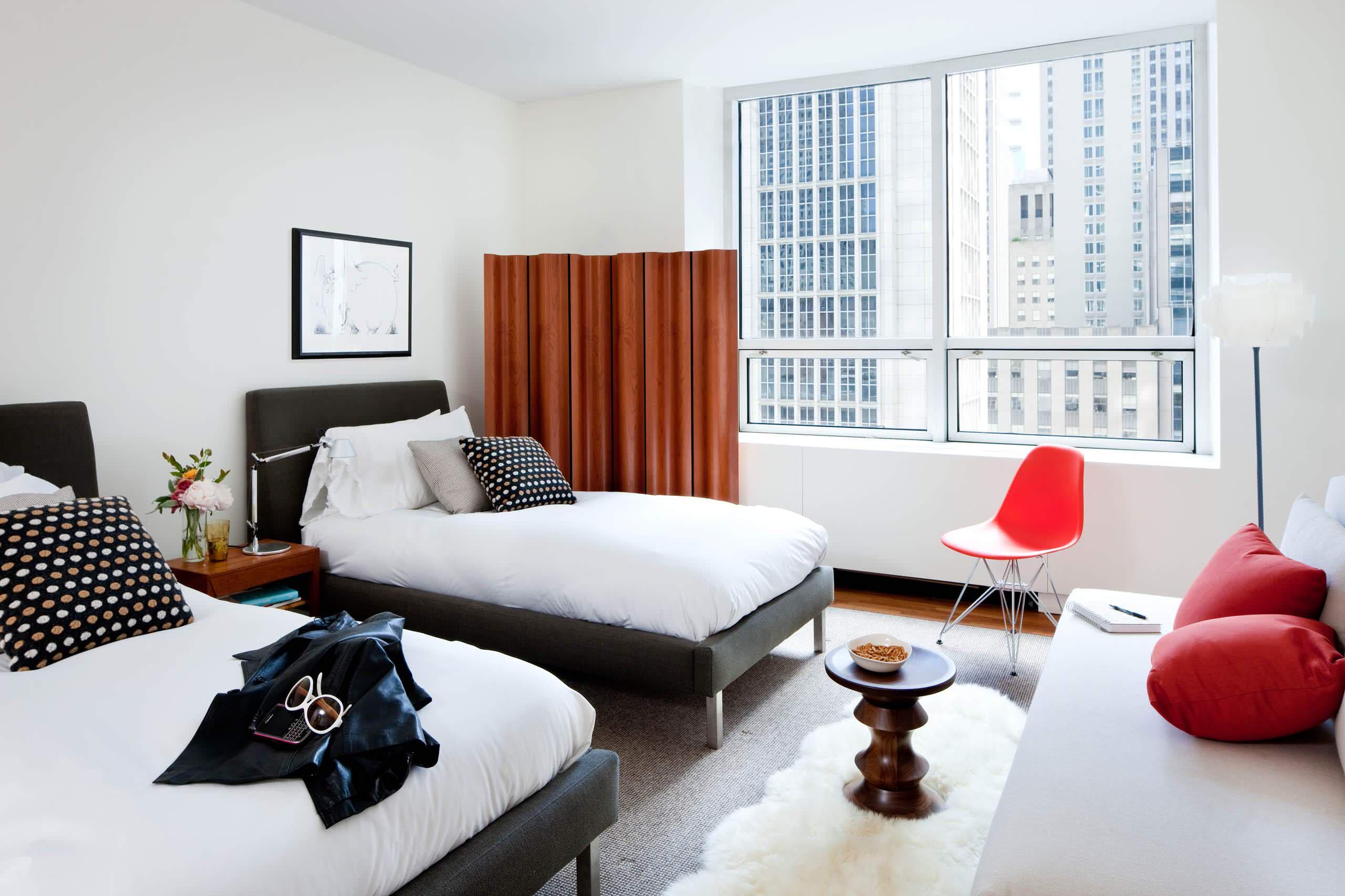 Дизайн спальни с двумя раздельными кроватями