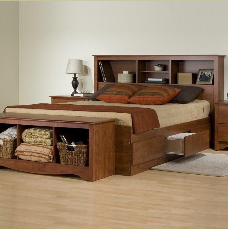 Кровать с полками и ящиками для хранения