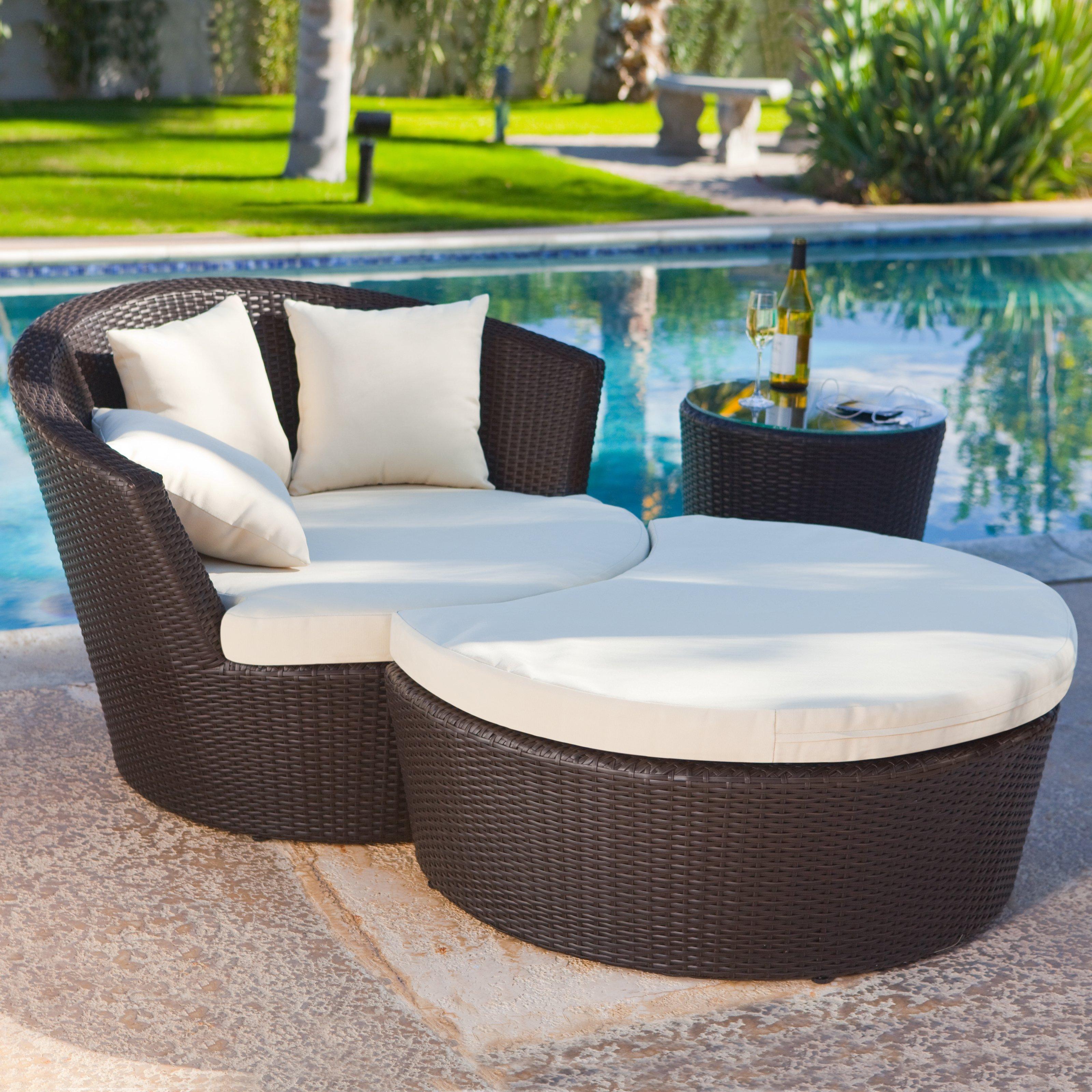 Круглые кресла из ротанга (23 фото): плетеное кресло с подуш.