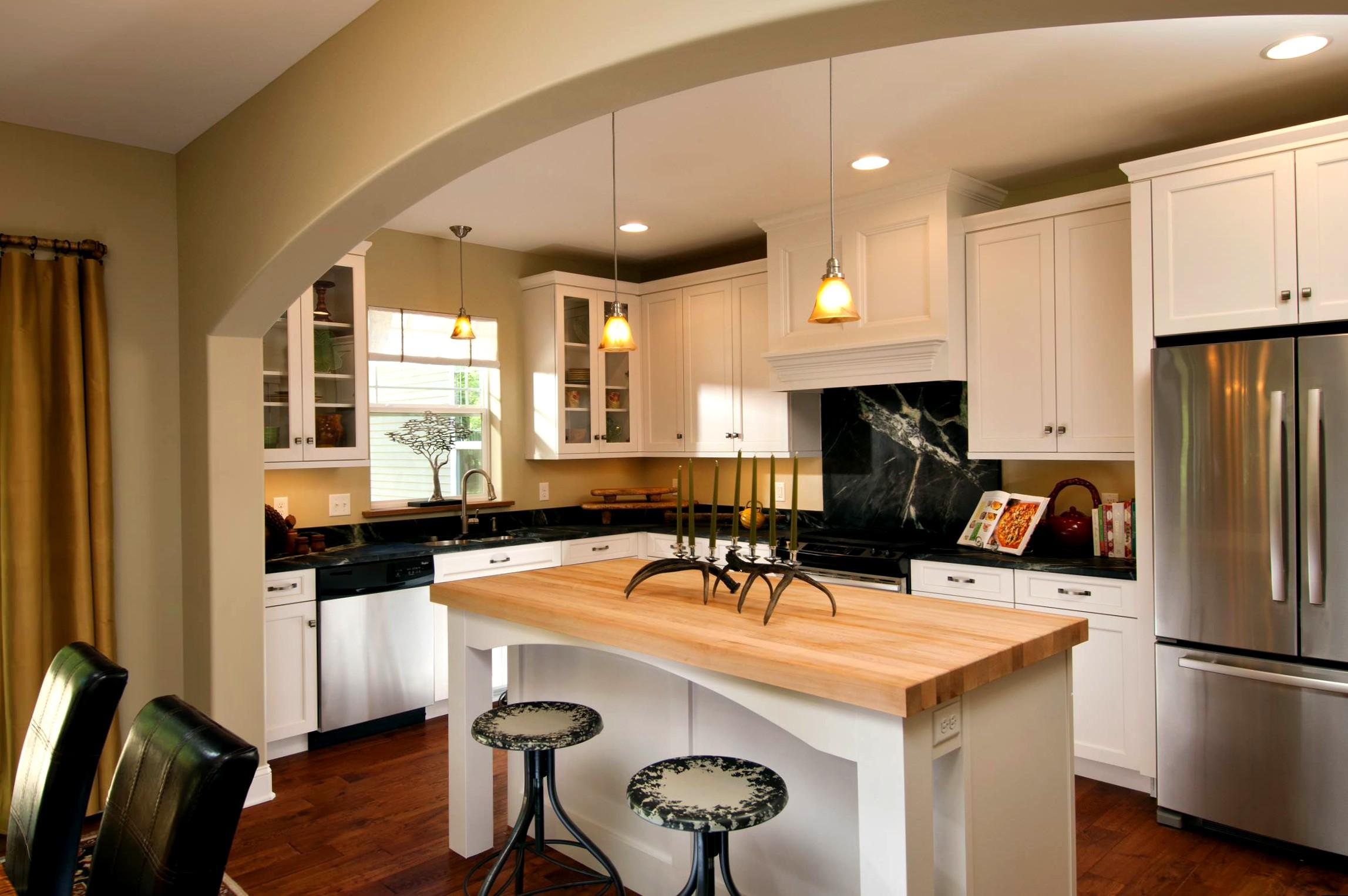 Дизайн гостиной с аркой на кухню