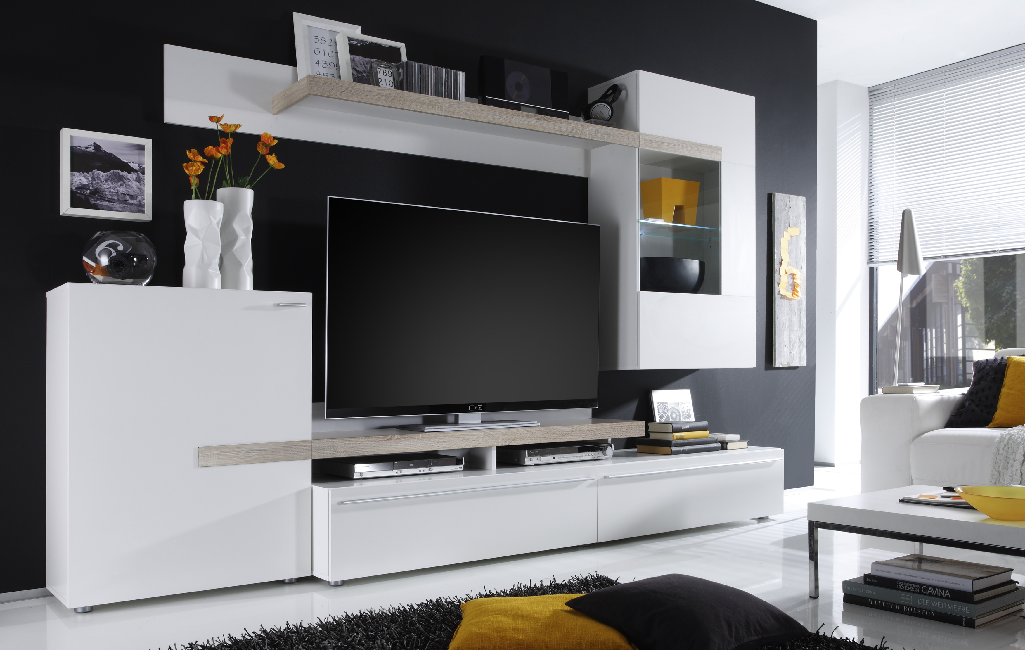 белые стенки в гостиную 32 фото модели с черно белым глянцем в
