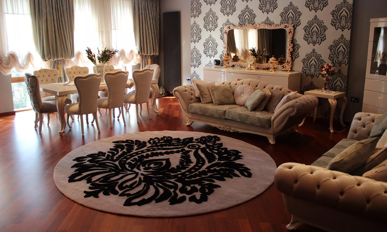 Гостиная в черных тонах, фото дизайна интерьера