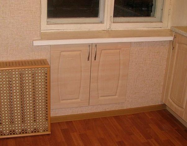 Отделка холодильника под окном своими руками