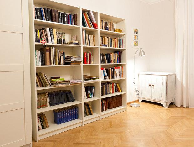 Книжные шкафы ikea: белые стеллажи с дверцами со стеклом и с.