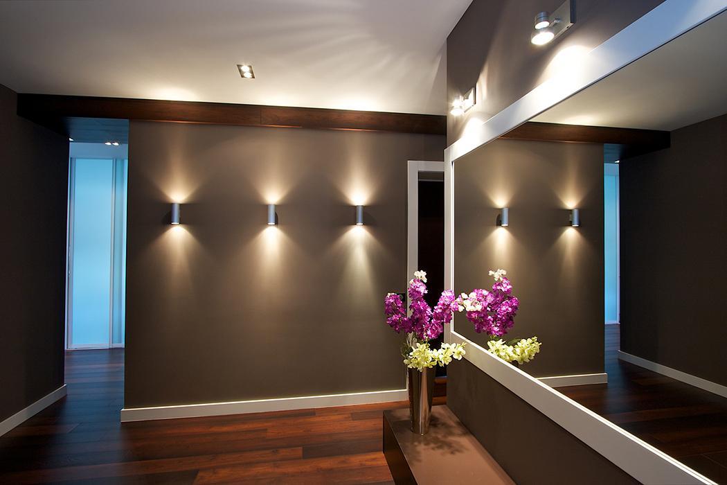 декор квартиры стена со вставкой подсветкой тому
