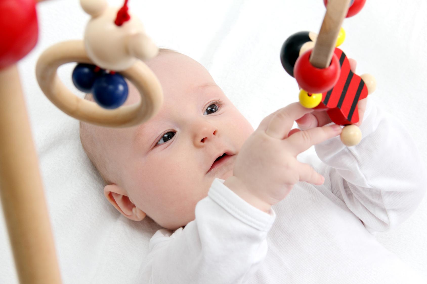 Развития ребенка по месяцам до года фото
