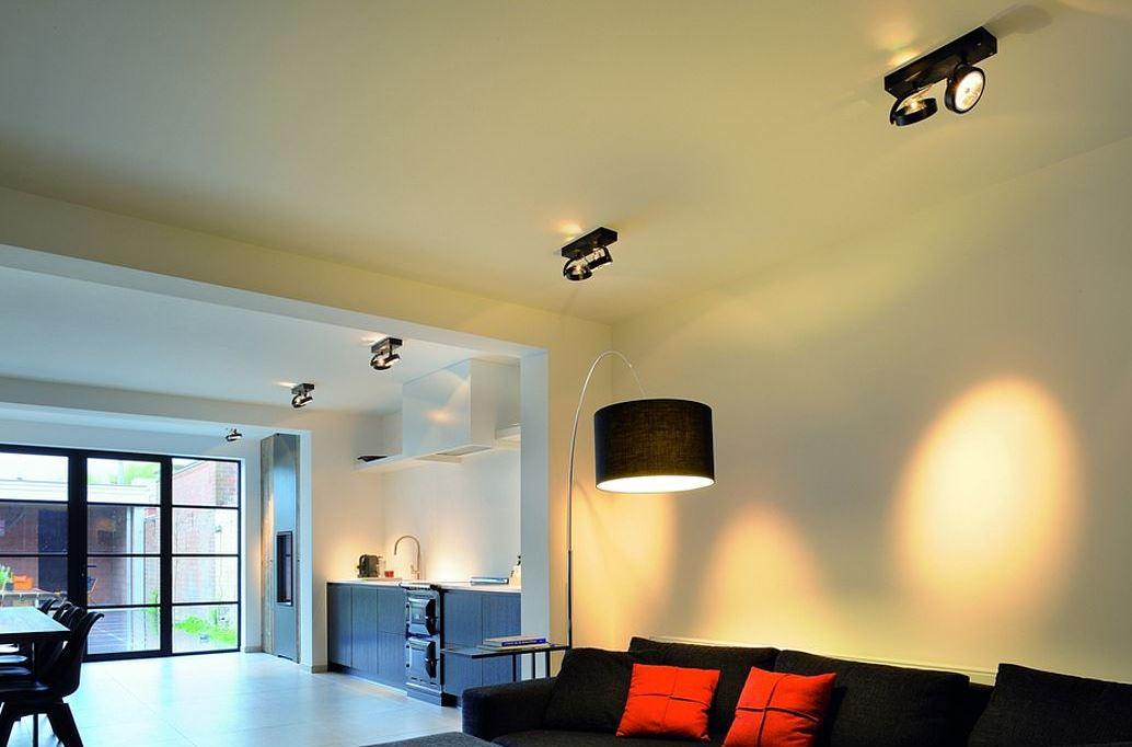 Поворотные осветители в интерьере