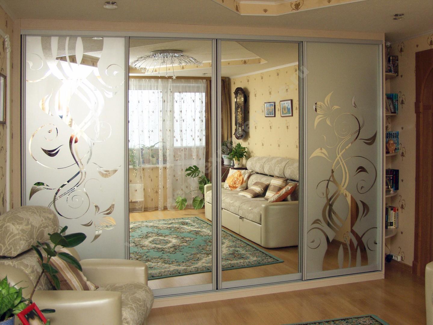 Шкафы в гостиную во всю стену (52 фото): большой зеркальный .