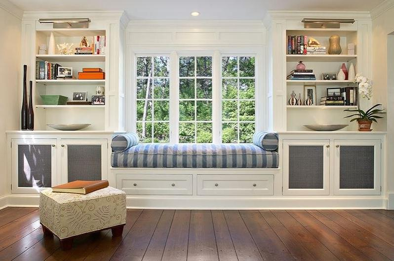 Шкафы вокруг окна (27 фото): варианты в интерьере комнаты со.