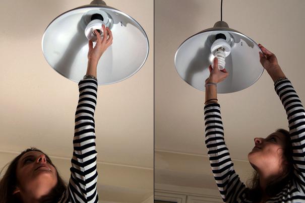 Фото голая меняет лампочку — 7