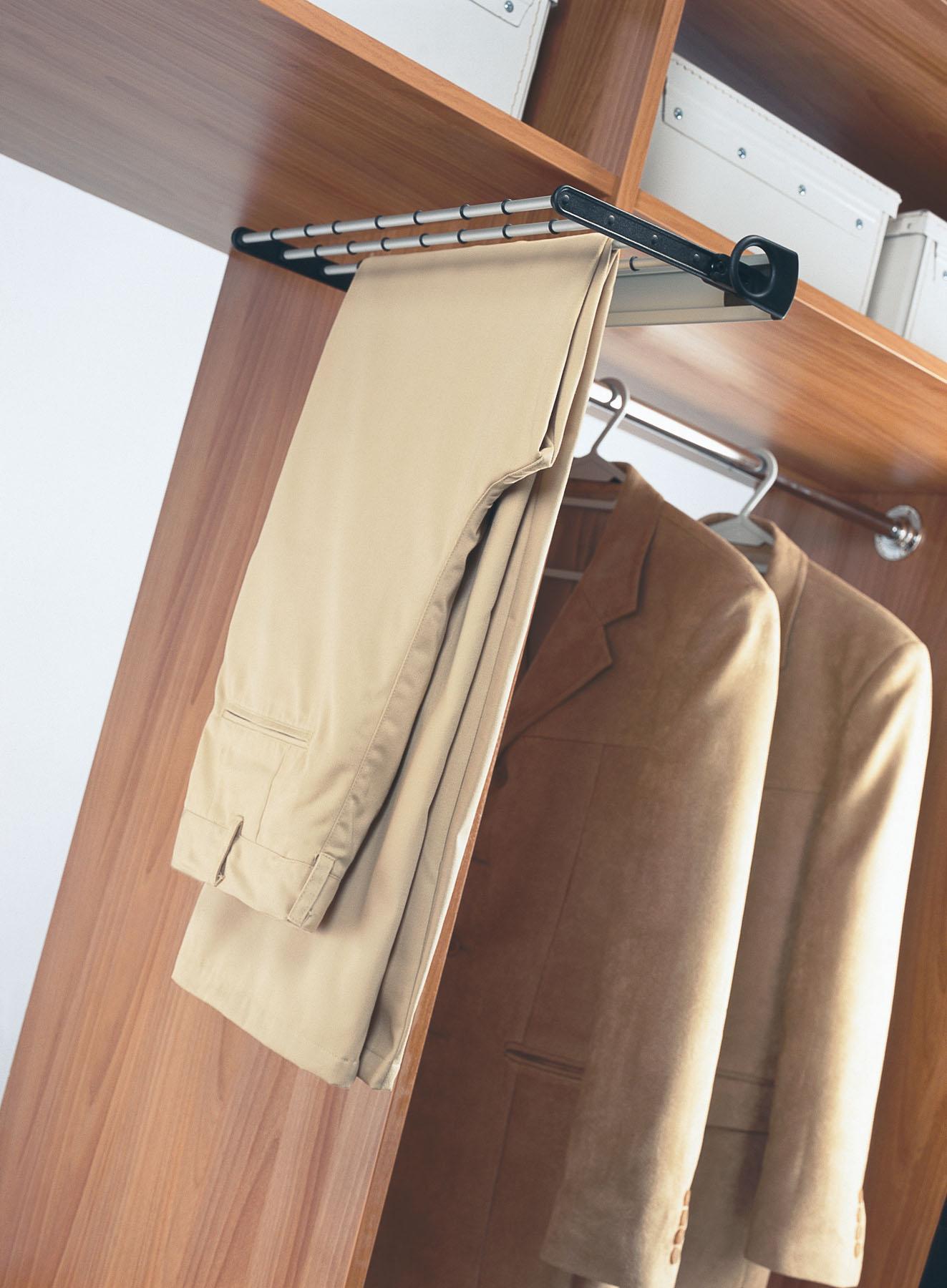 Выдвижные брючницы для шкафа: модели шириной 80 см в интерье.