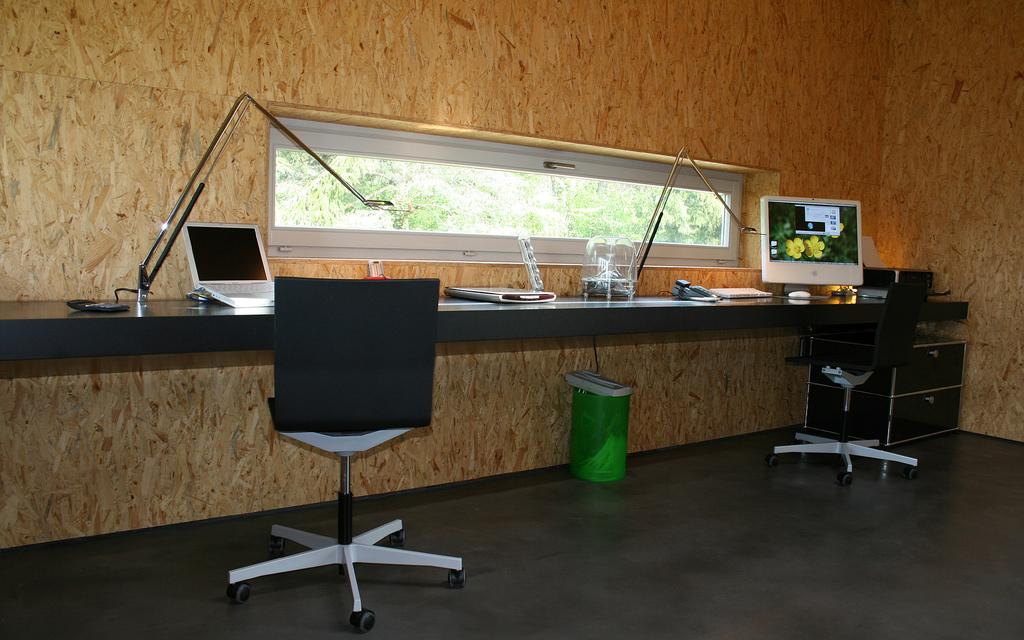 Большой компьютерный стол (22 фото): модели с прямой столешн.