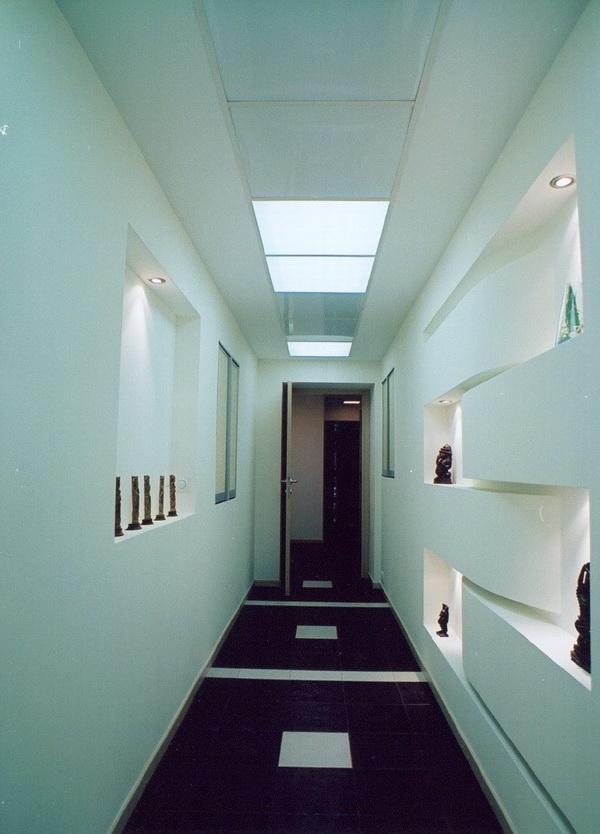 Натяжные потолки в прихожей и коридоре: 40 фото лучших примеров интерьеров