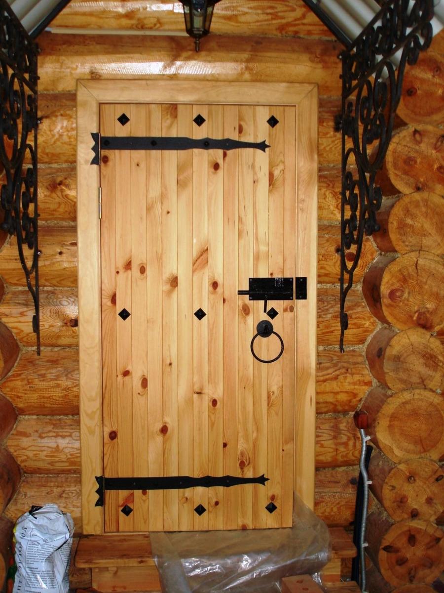 Как сделать дверь из досок своими
