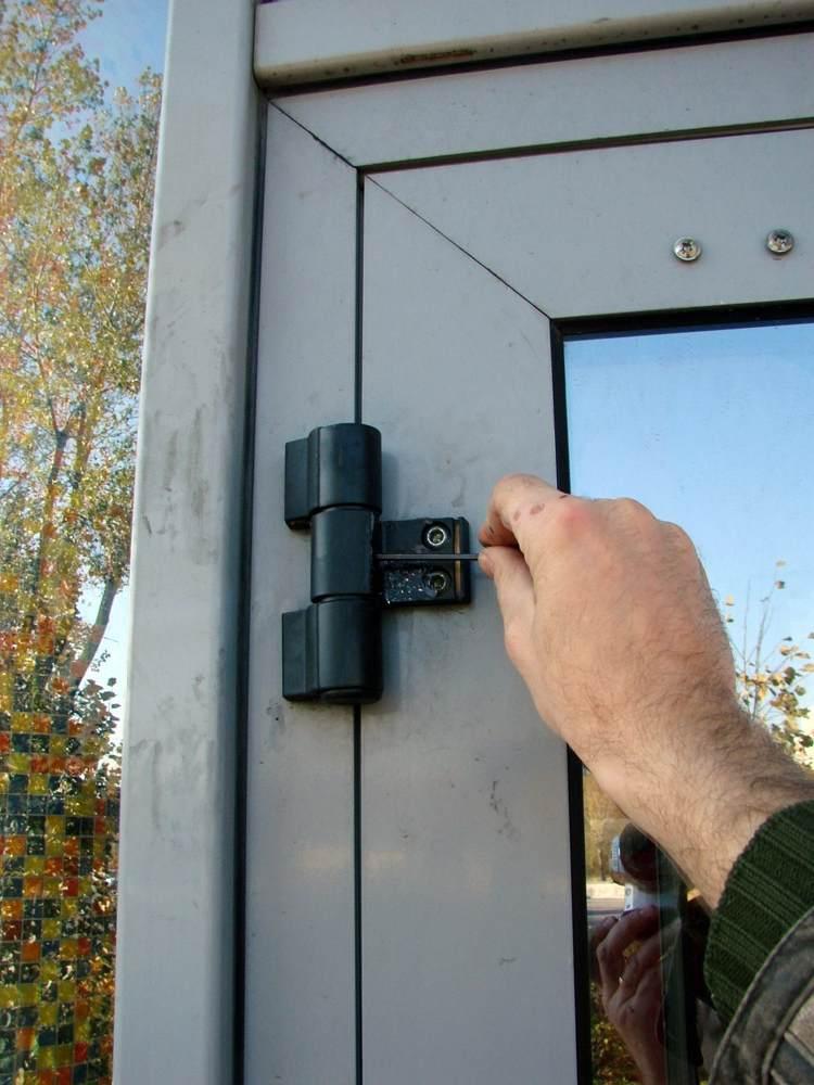 Как снять дверь с петель: демонтаж металлической входной мод.