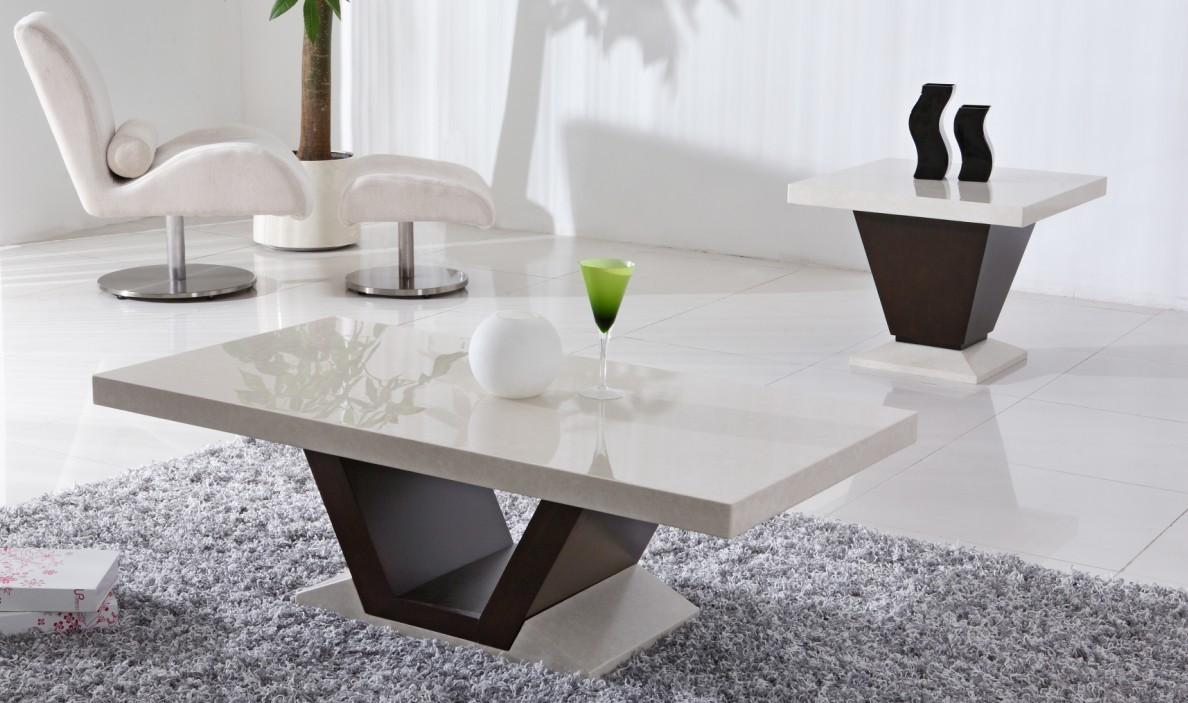 Но если интерьер полностью есть, а нужен только столик, тут выбор сложнее.