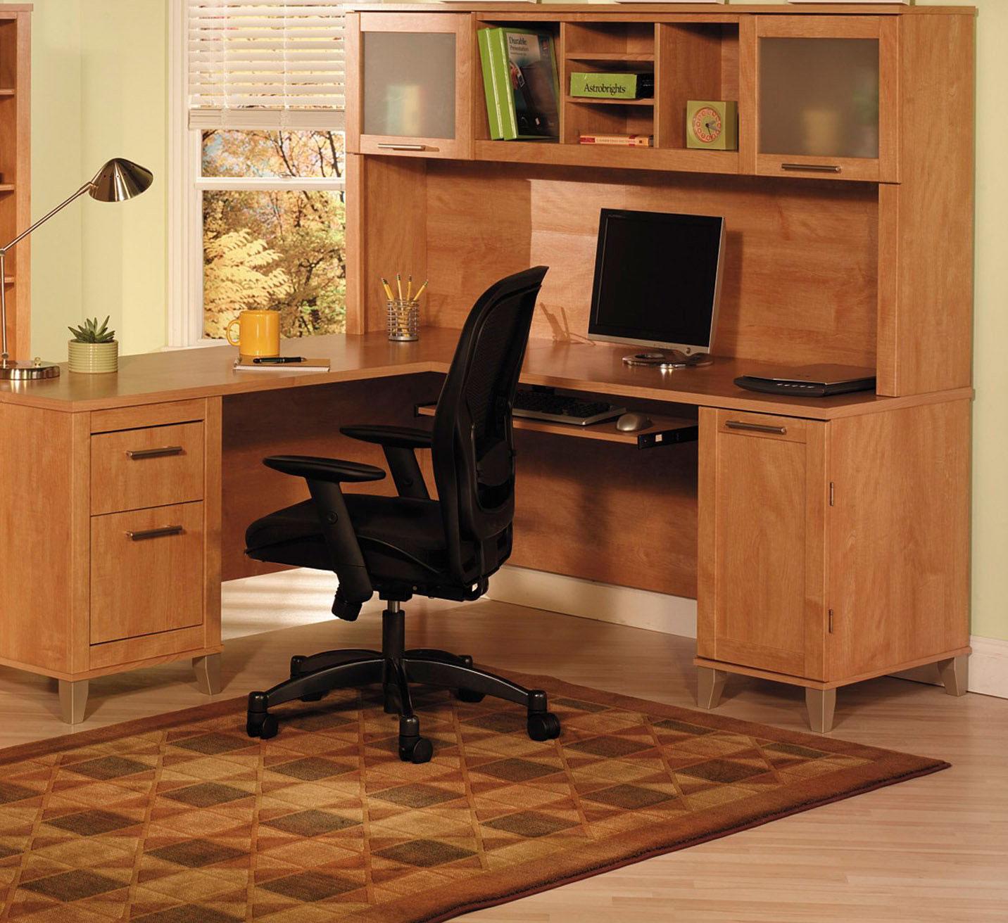 Компьютерные столы из дерева: эксклюзивные деревянные модели.