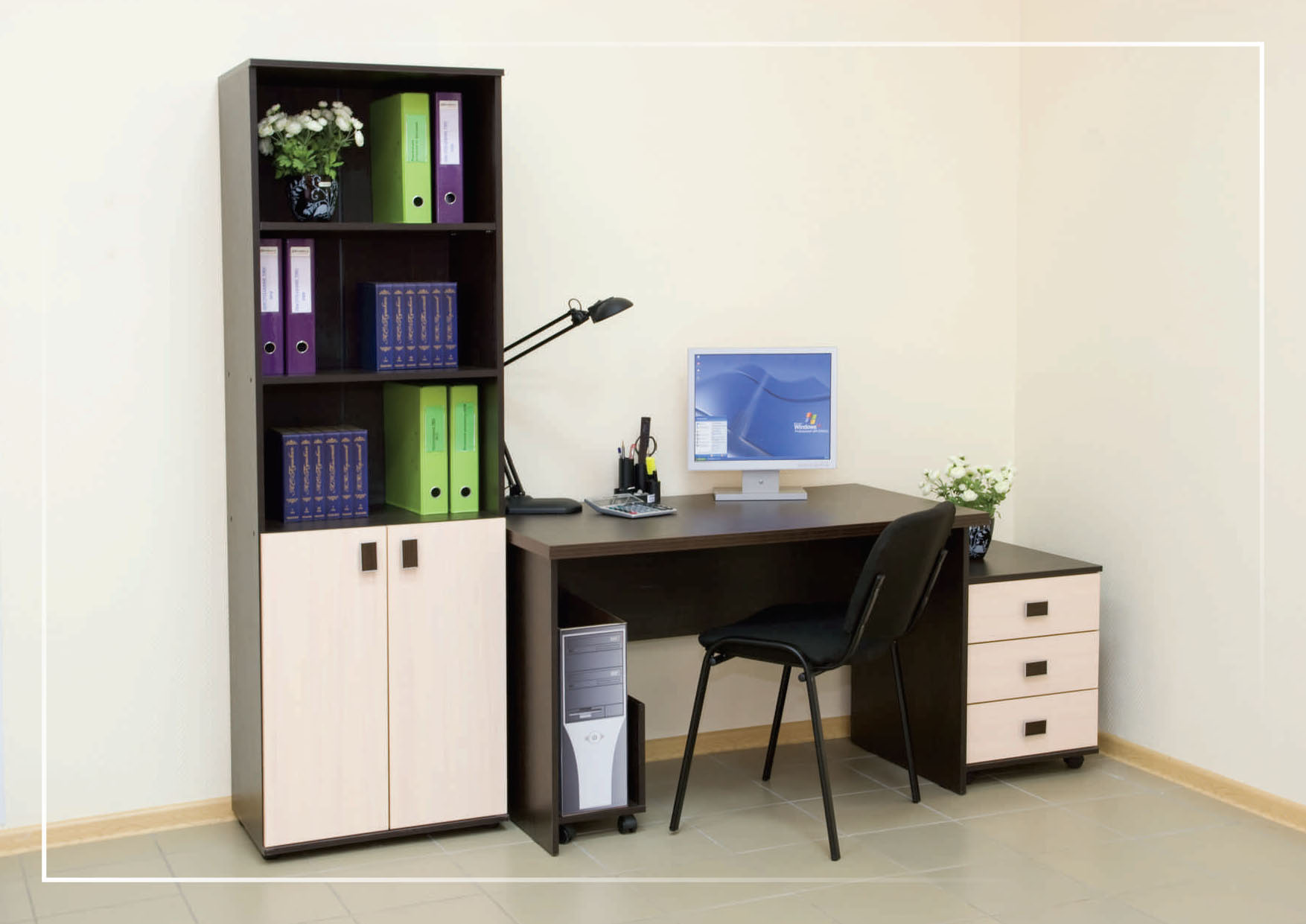 Компьютерный стол с тумбой: столики для компьютера и телевиз.