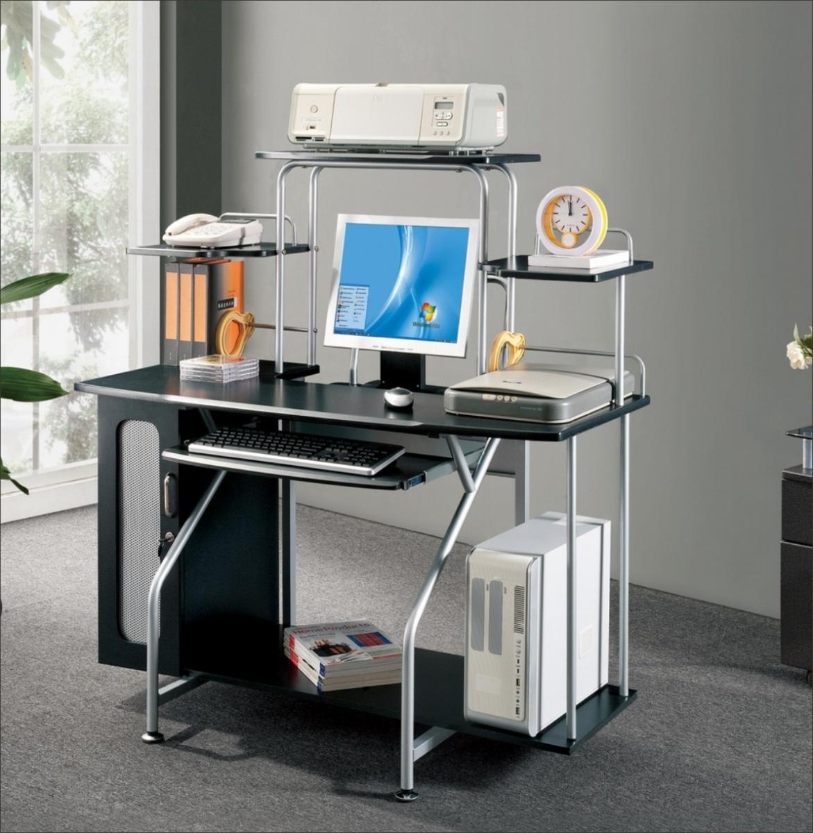 Металлические компьютерные столы (35 фото): модели на металл.
