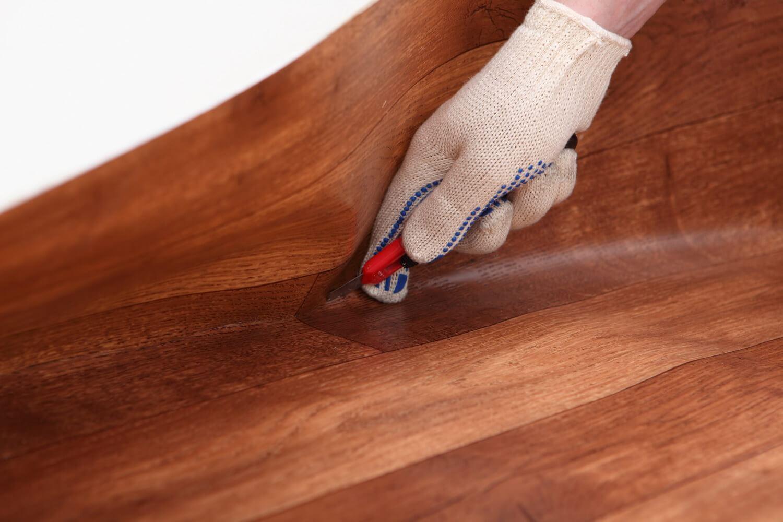 Как положить линолеум на деревянный пол своими руками