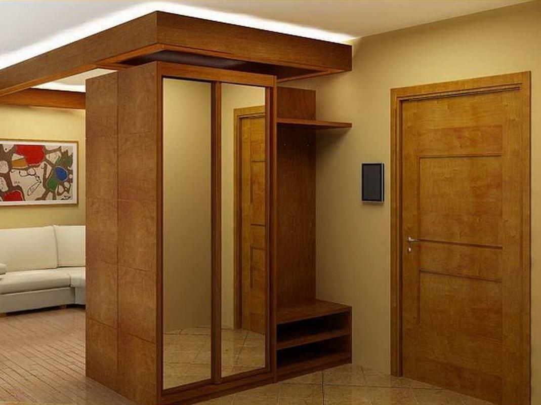 Шкаф для малогабаритной прихожей.