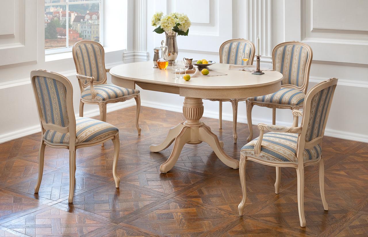 Круглый стол со стульями