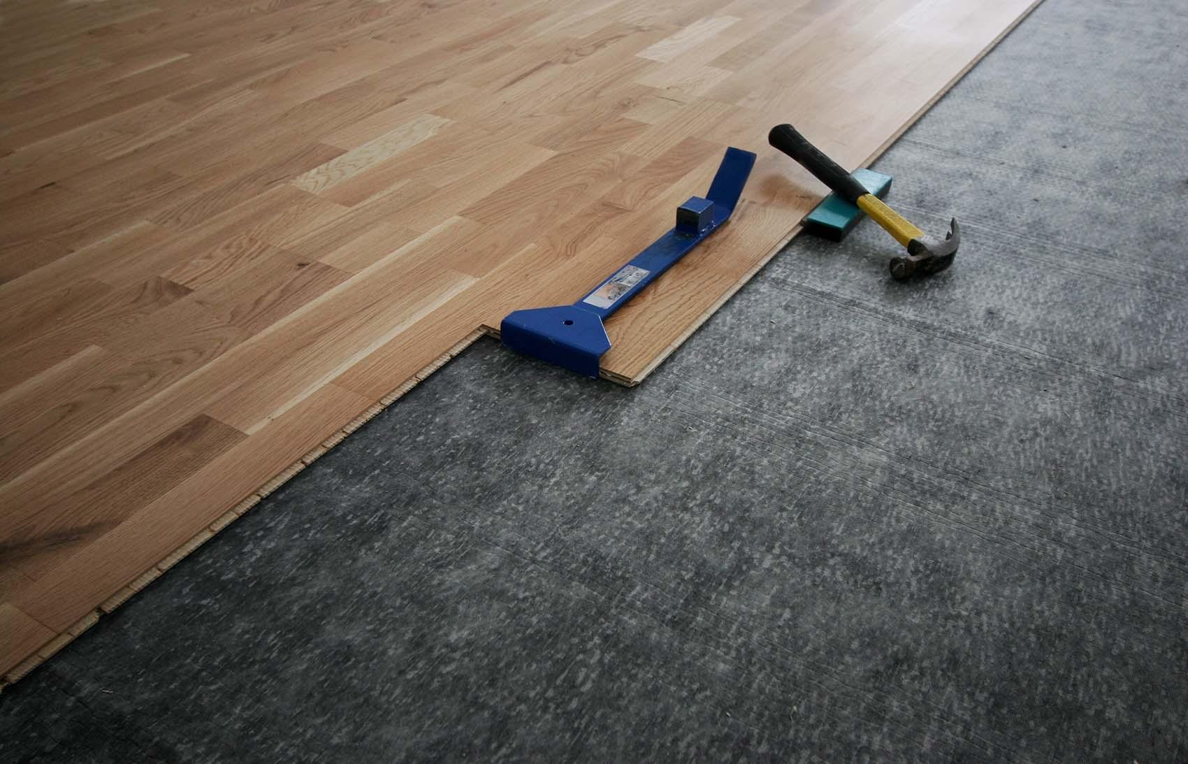 Как положить ламинат на бетонный пол - НашПол 65