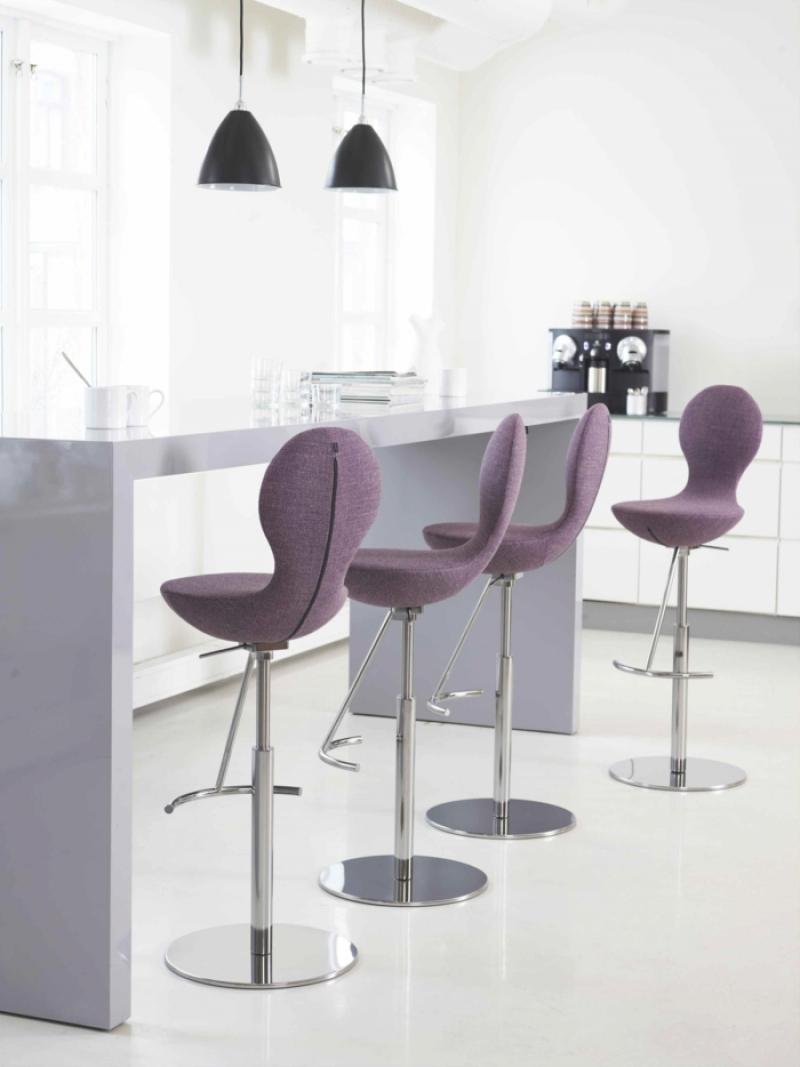 Стулья Eames мягкие белые или цветные барные и обеденные дизайнерские модели в интерьере детские варианты и отзывы покупателей