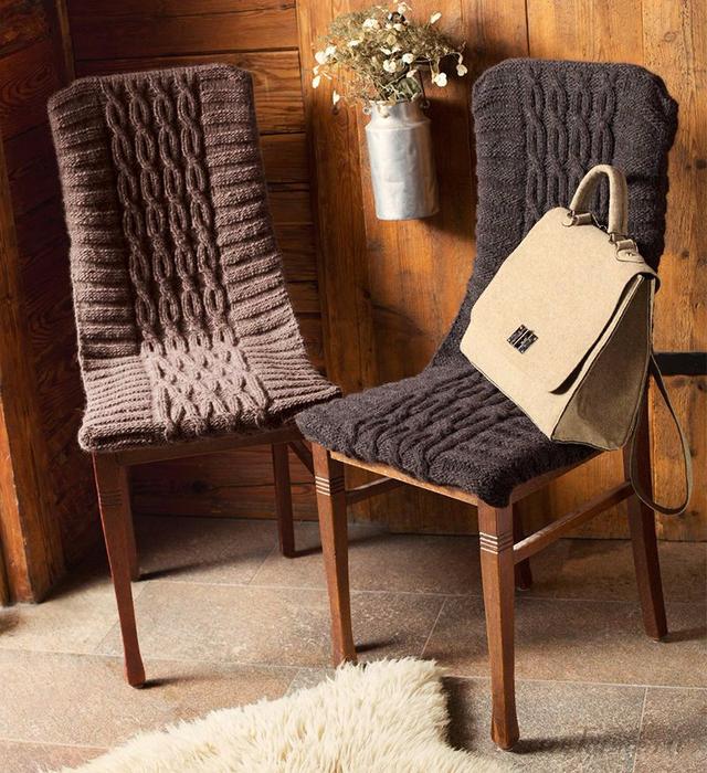 Связать чехлы на спинки стульев