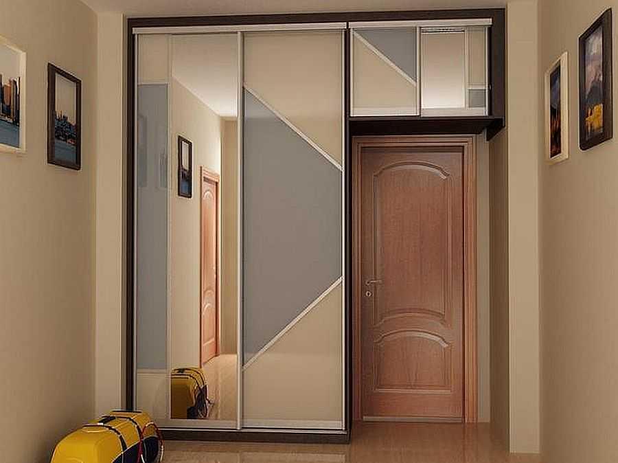 Шкаф вокруг дверного и оконного проема (фото).