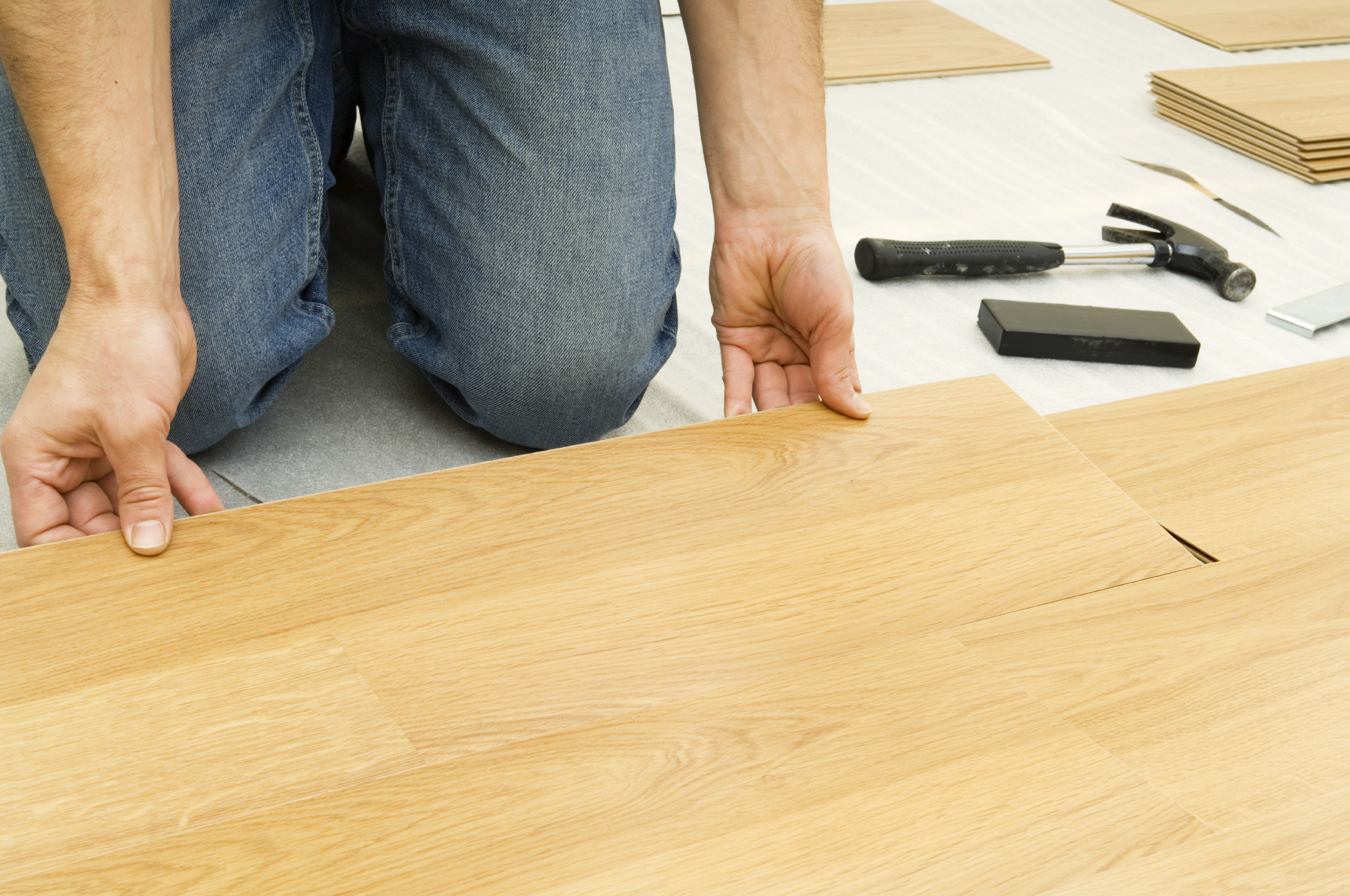 Как положить ламинат на бетонный пол - НашПол 76