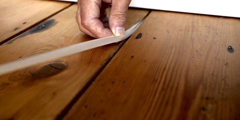 Чем замазать щели в деревянном полу