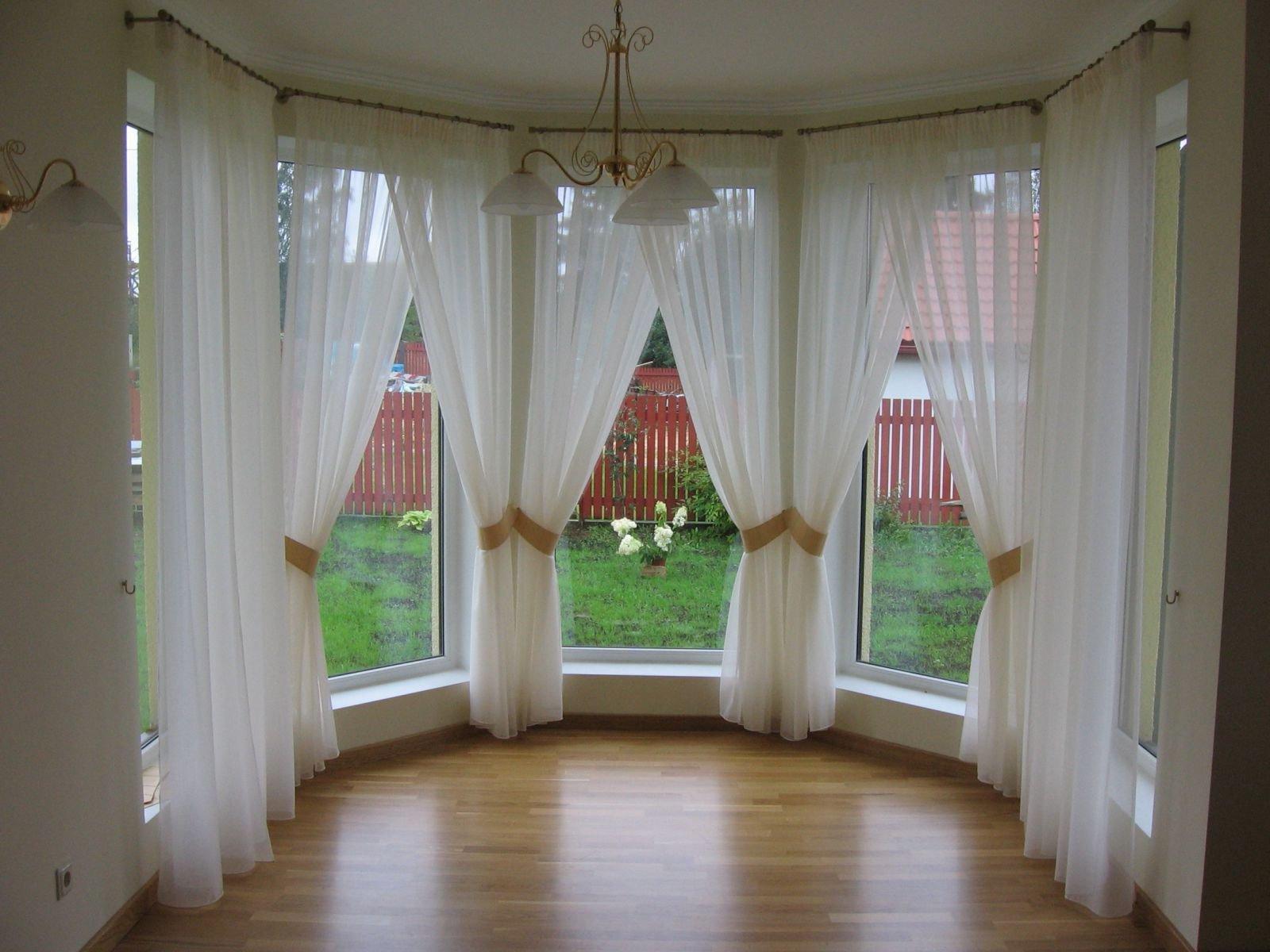 Декор, окна и освещение