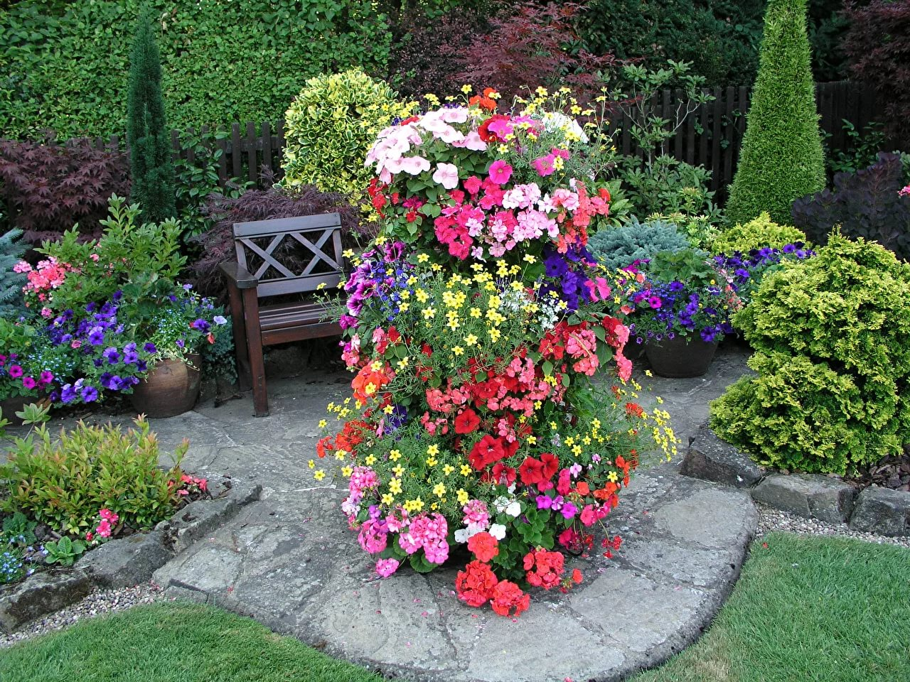 Красивое оформление сада цветами фото и