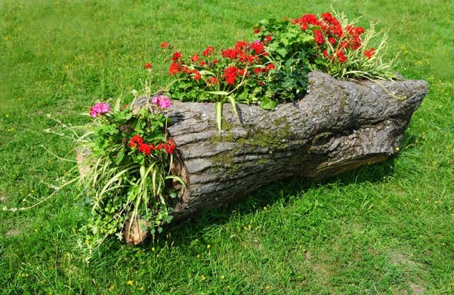 Клумба своими руками из дерева фото