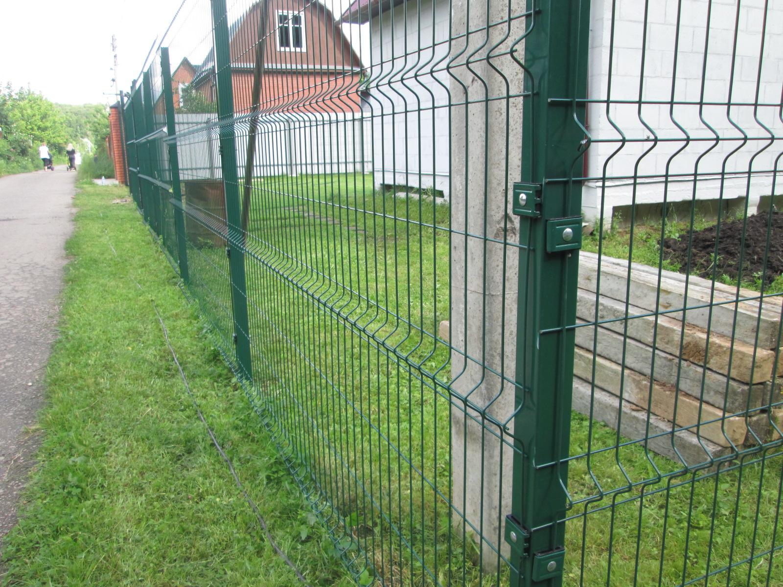 Забор из пластиковой сетки для дачи, установка ограждения 65