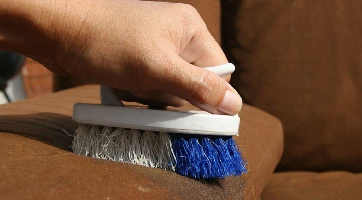 7 средств для чистки мебели из ткани и кожи: приспособления, способы 82