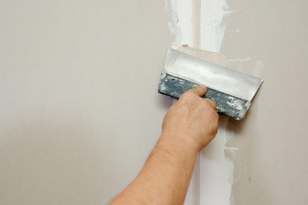 Как шпаклевать стены своими руками финишной шпаклевкой 86