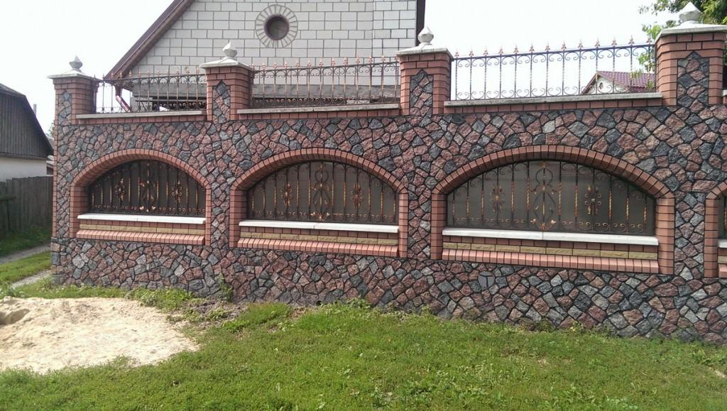 Покрашенный забор 153 фото как сделать и поставить своими руками как дешево построить из поддонов на даче