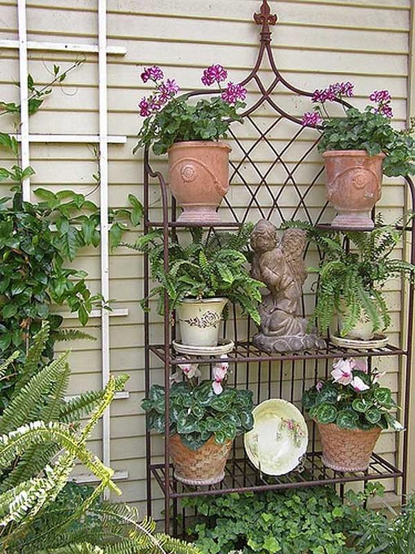 Садовые этажерки для цветов своими руками 44