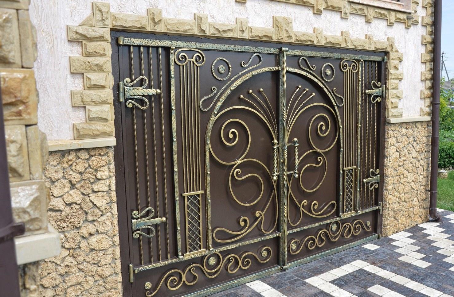 Декор ворот своими руками фото