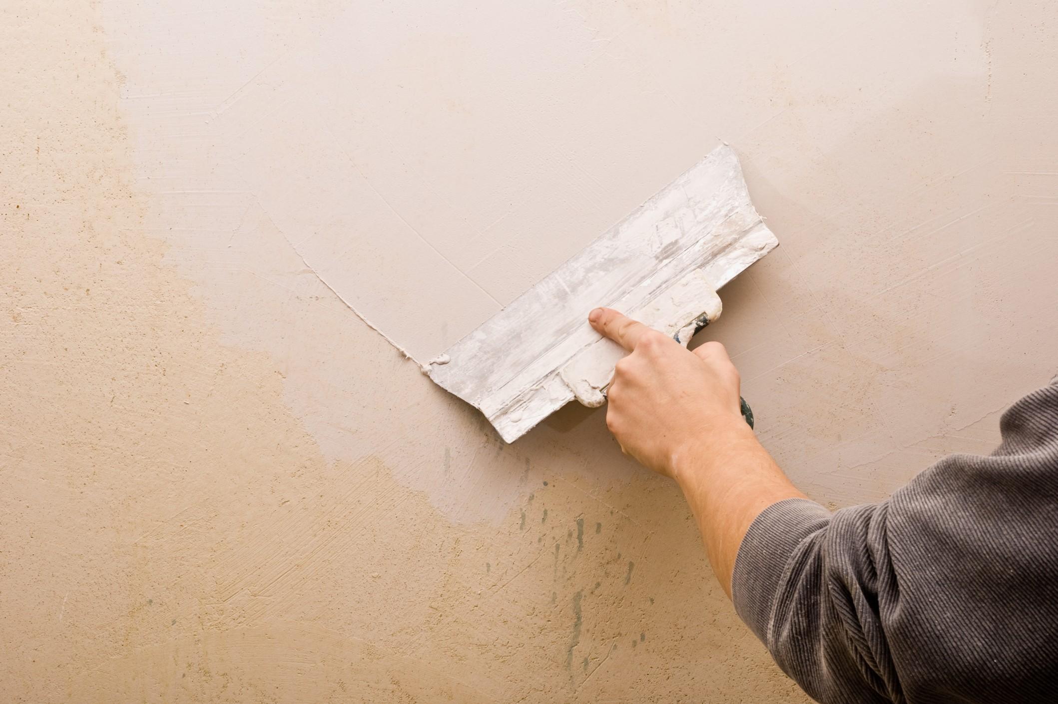 Как правильно шпаклевать стены своими руками 6