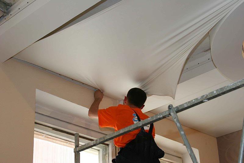 Как подешевле сделать натяжные потолки