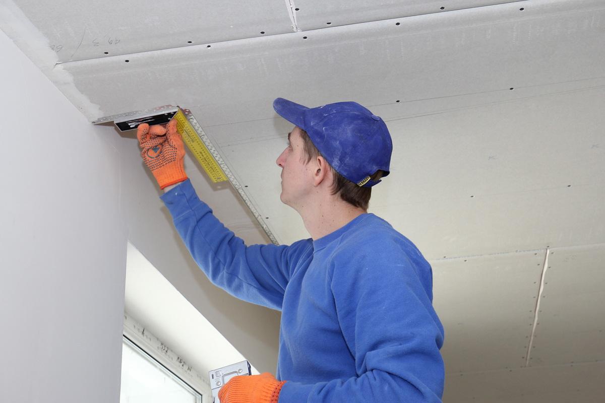 Как шпаклевать потолок своими руками новичку 15